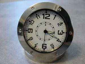 Wanze in einer Uhr